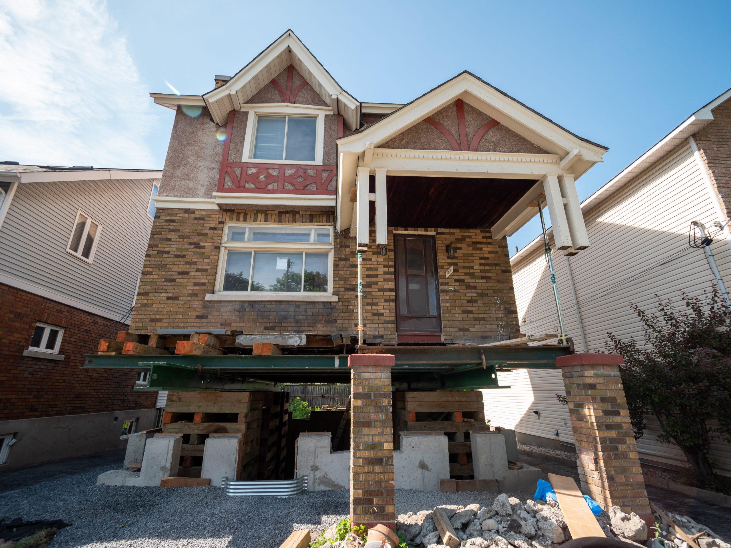 Maison surélevé pour mettre de pieux Ottawa, Canada