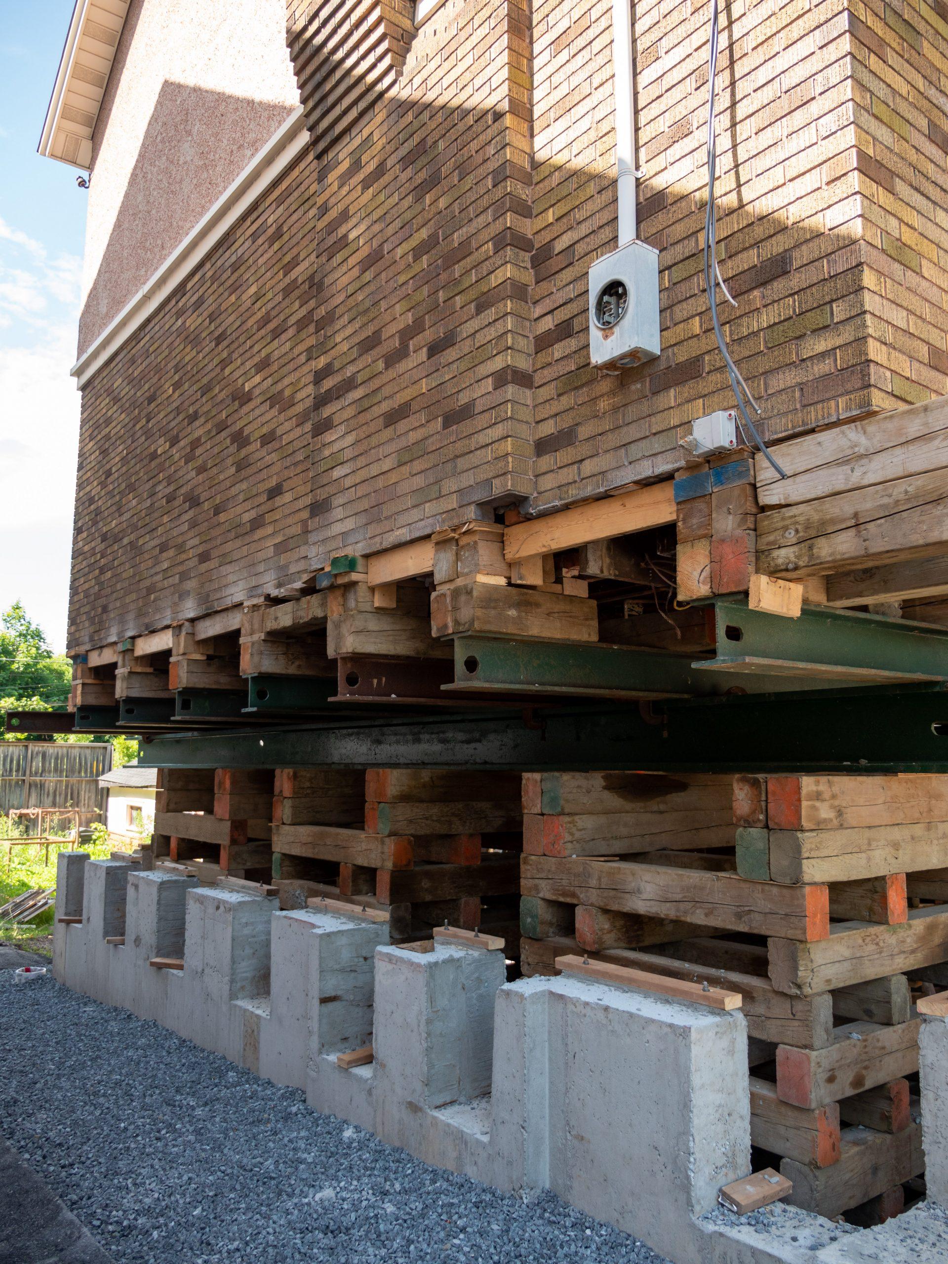Maison surélevée pour mettre de pieux Ottawa, Canada