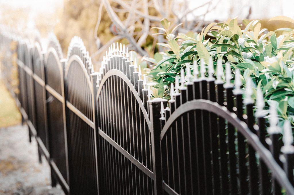 Fences on screw piles